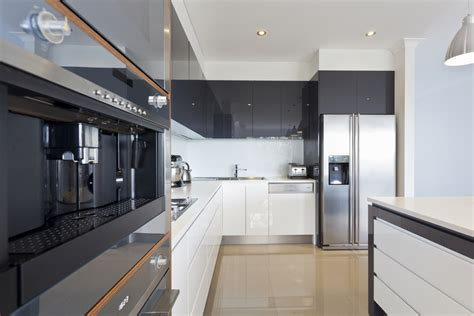 Amazing Modern Kitchen With Black And White Interior Amazing Kitchens And Designs