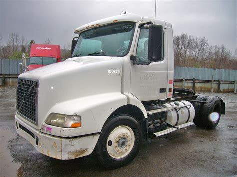 volvo tractor trucks for sale 2004 volvo vnm42t single axle day cab tractor for sale by
