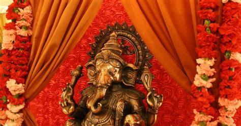Ganesh welcome table. Indian weddings. www.laxstates.com