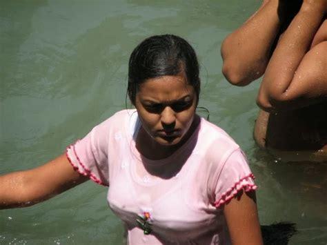 indian girl bathing in bathroom aunty bathing in river xossip funny images gallery