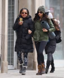 meghan markle toronto meghan markle with her mom going to yoga in toronto