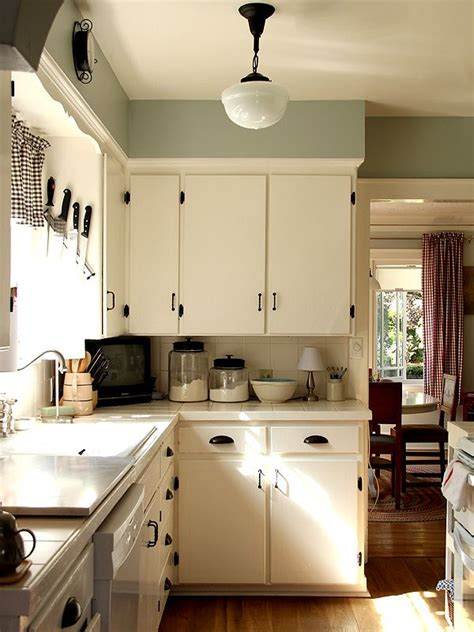 Cozy Kitchen Ideas by 25 Best Ideas About Vintage Kitchen Cabinets On Pinterest