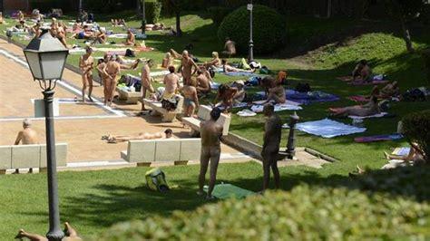 nudità in casa 24 de julio quot d 237 a ba 241 ador opcional quot en una piscina