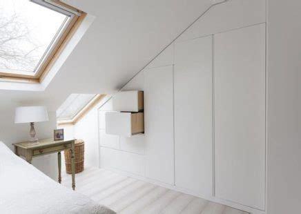 lade sopra specchio inbouwkast in schuine wand inrichting huis