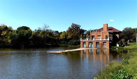 the boat house chicago file columbus park chicago boathouse 1 jpg wikimedia commons