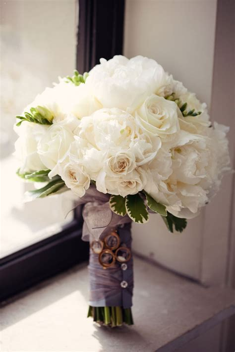 White Wedding Bouquets For Brides by White Wedding Bouquets For Chic Brides