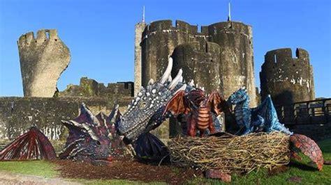 dragones del castillo ruinoso 8490435677 el castillo de caerphilly el m 225 s grande de gales y el segundo de todo reino unido