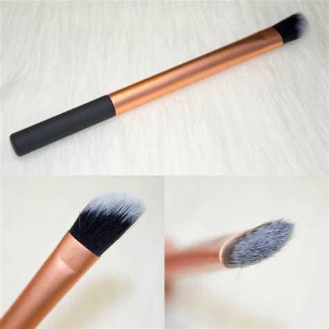 Concealer Brush real techniques sculpting brush real techniques
