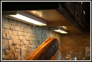 Kitchen Under Cabinet Lighting Options by Kitchen Under Cabinet Lighting Options With Wall Design