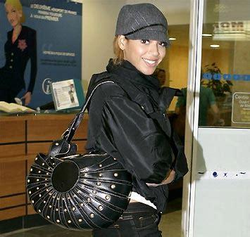 Get Beyonces Bag get beyonce s bag handbag du jour handbag du jour