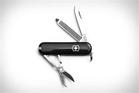 Swiss Army 1128 Black List Grey victorinox swiss army classic sd knife uncrate
