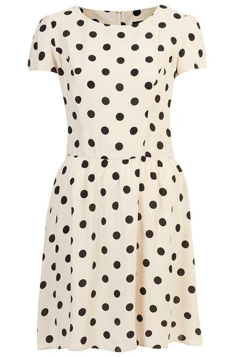 kate middleton s black and white polka dot dress is another top shop katemiddleton
