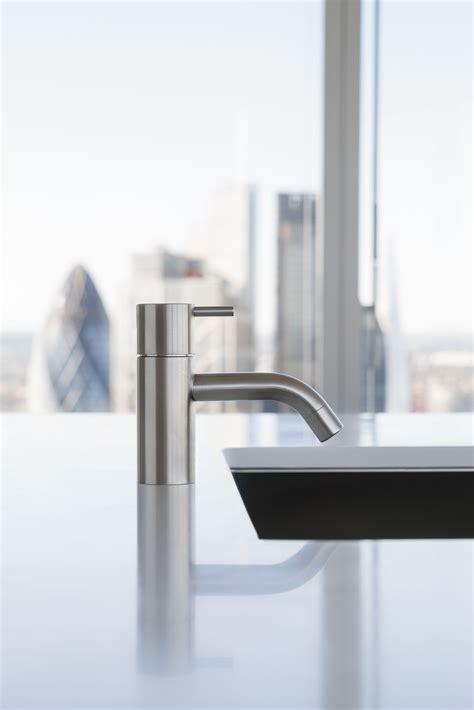 rubinetti vola hv1 miscelatore da cucina by vola design arne jacobsen