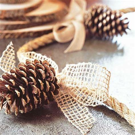 tischdeko weihnachten jute basteln mit naturmaterialien herbst deko tannenzapfen jute