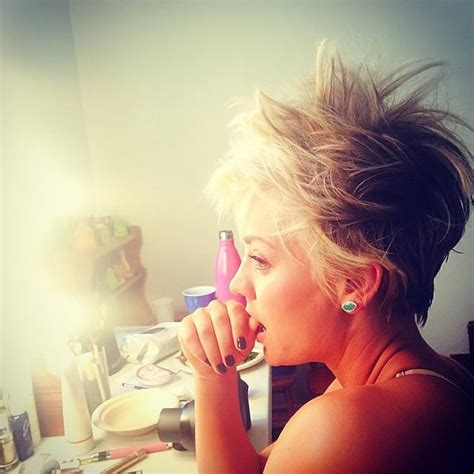 did kaley cuoco cut her hair kaley cuoco cuts hair twitter hate instagram photos