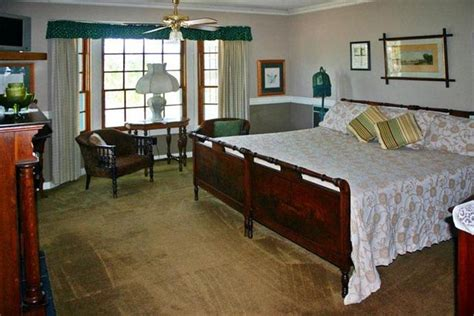 bed and breakfast cambria the pickford house bed breakfast cambria compare deals