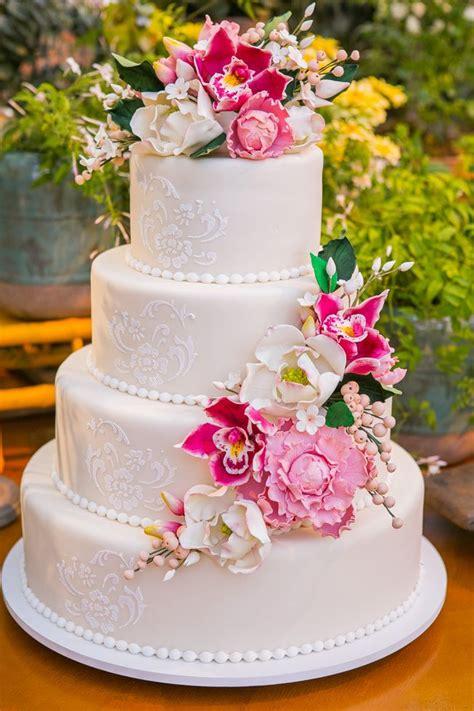 como decorar bolo efeito cesta bolo de casamento flores de a 231 250 car wedding cake with