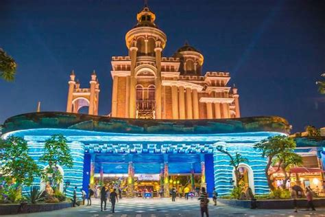 tempat wisata  surabaya   hits