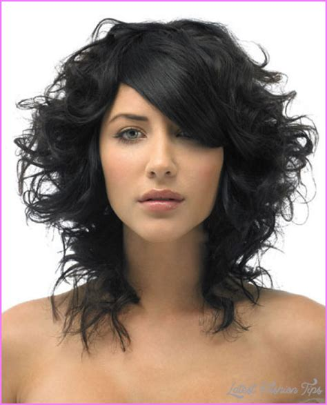 swoop bangs with short curly hair side swept bangs for curly hair latestfashiontips com