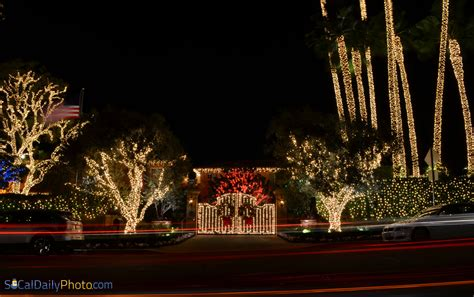 so calif christmas lights lights at this brentwood home southern california daily photo