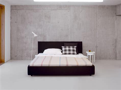 Bett Gepolstertes Kopfteil by Gepolstertes Bett Mit Hohem Kopfteil Pardis By E15 Design