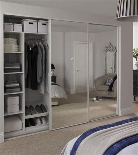 Howdens Bedroom Wardrobe Best 25 Sliding Wardrobe Ideas On Sliding