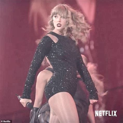 taylor swift concert netflix taylor swift s reputation tour to hit netflix on new year