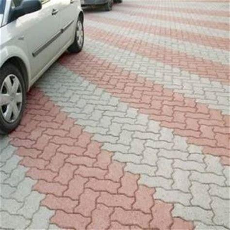 piastrelle autobloccanti per esterno quando installare pavimenti autobloccanti per esterno