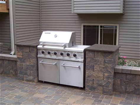 outdoor kitchens  bbq surrounds