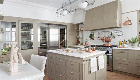 cocina proyectada por el equipo deulonder en casa decor