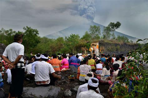 emirates volcano bali bali raises volcano alert to highest level emirates 24 7