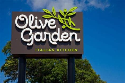 Olive Garden 12 99 by Olive Garden Two Entrees A Redbox Rental For 12 99