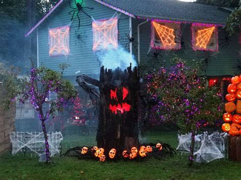 diy creepy halloween decorations 24 indoor outdoor tree halloween decorations ideas