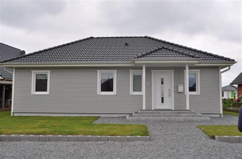 graue fassade bungalow mit grauer holzfassade thams h 228 user