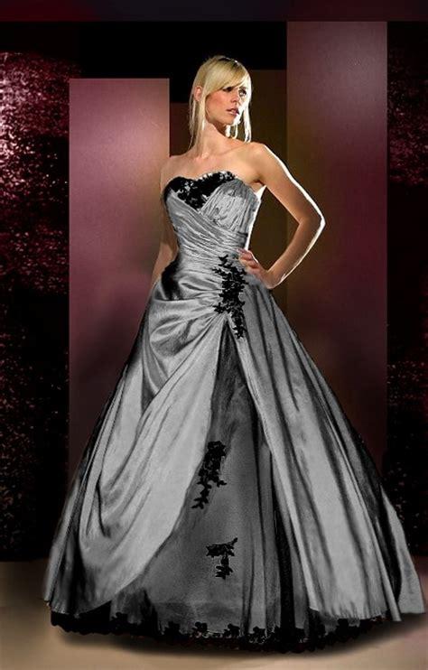 extravagante bruidsjurk gekleurd met bloemen trouwjurken zwart
