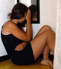 ragazzina scopa nel bagno della scuola ragazzina stuprata nel bagno della chiesa