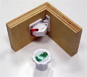 magnetic closure for door or drawer child safety kinder lock