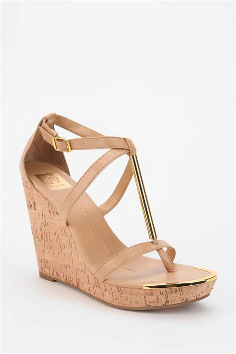 dolce vita wedge sandal outfitters dv by dolce vita tremor tstrap wedge