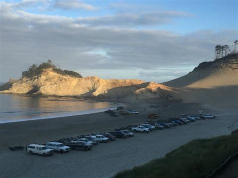 the cottages at cape kiwanda the view from the parking lot picture of cottages at