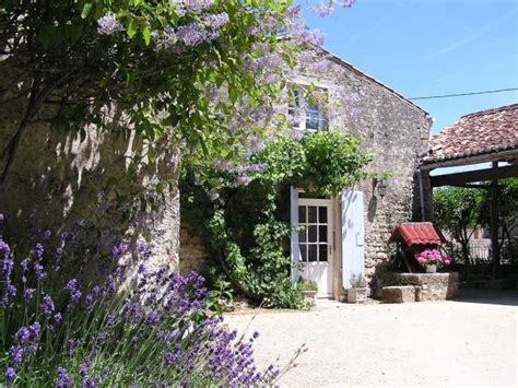 Wishing Well Cottage by Ground Floor Le Triskele Villemorin