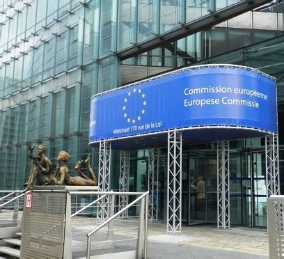 commissione europea sede ue sorvegliati speciali gli squilibri di bilancio