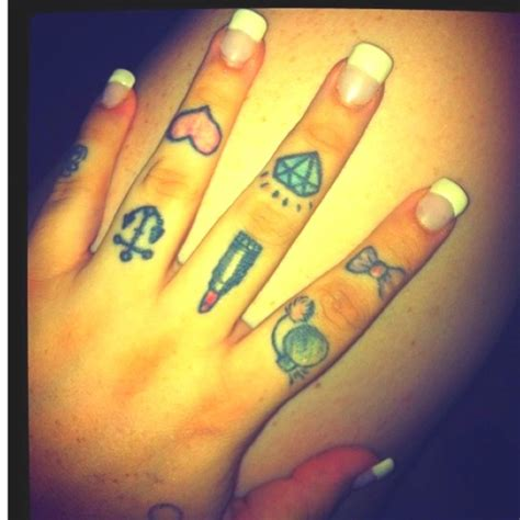 35 awesome knuckle finger tattoos