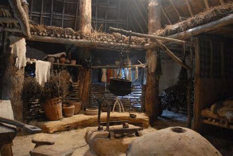 hutte africaine interieur int 233 rieur maison gauloise d 233 cors gaulois