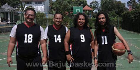 Bikin Baju Basket mereka tersenyum puas bikin baju basket desain sendiri