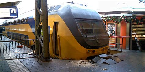 ddar interieur new jersey train crashes into station page 2 railuk