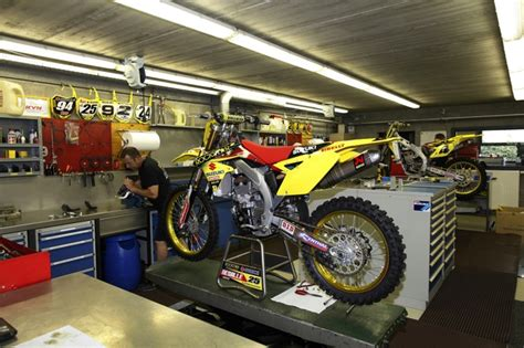 motocross bike shops motocross magazine secret places inside suzuki s