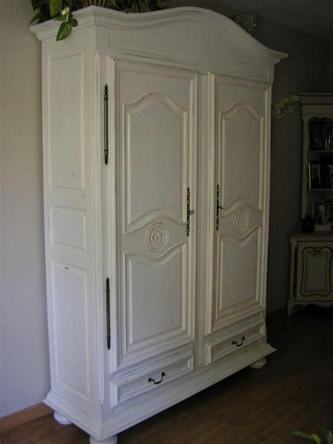 une armoire peindre une armoire