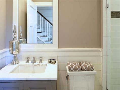 Bathroom With Greige Walls Design Ideas