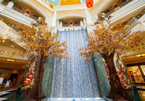 New Season Palazzo by Photos The Palazzo Sports A Fall Display In The