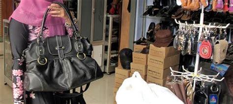 Sepatu Kulit Sukaregang Kab Garut top 5 tempat wisata favorit di garut gogonesia travel
